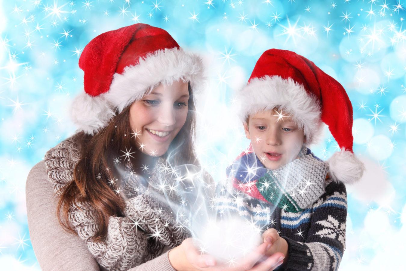 Comment les enfants utilisent-t-ils la magie de Noël pour nous faire dépenser ?