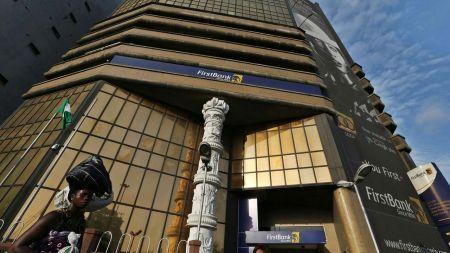 First Bank of Nigeria tarde à convaincre sur la bourse de Lagos, malgré une baisse significative de ses créances douteuses