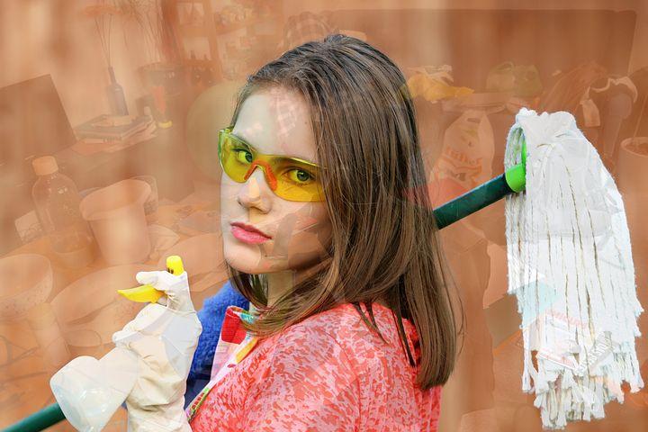Les pièges de l'aide-ménagère : pas d'assurance accident dans près de la moitié des cas