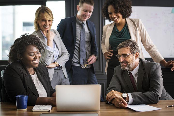 Le bonheur au travail , une bonne résolution ou une transformation de la société ?