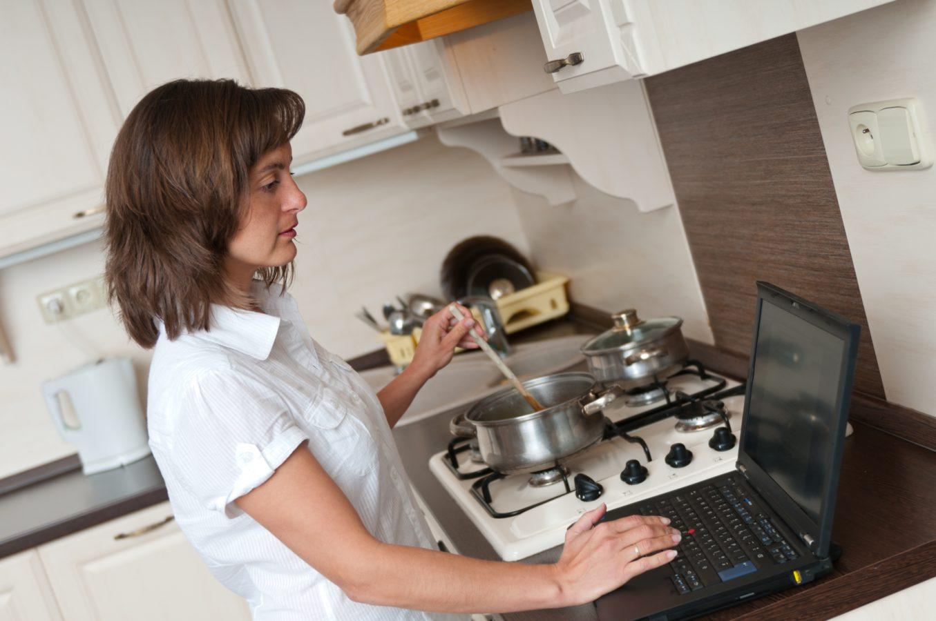 Les ambitions professionnelles des femmes sont-elles compatibles avec la vie de famille ?