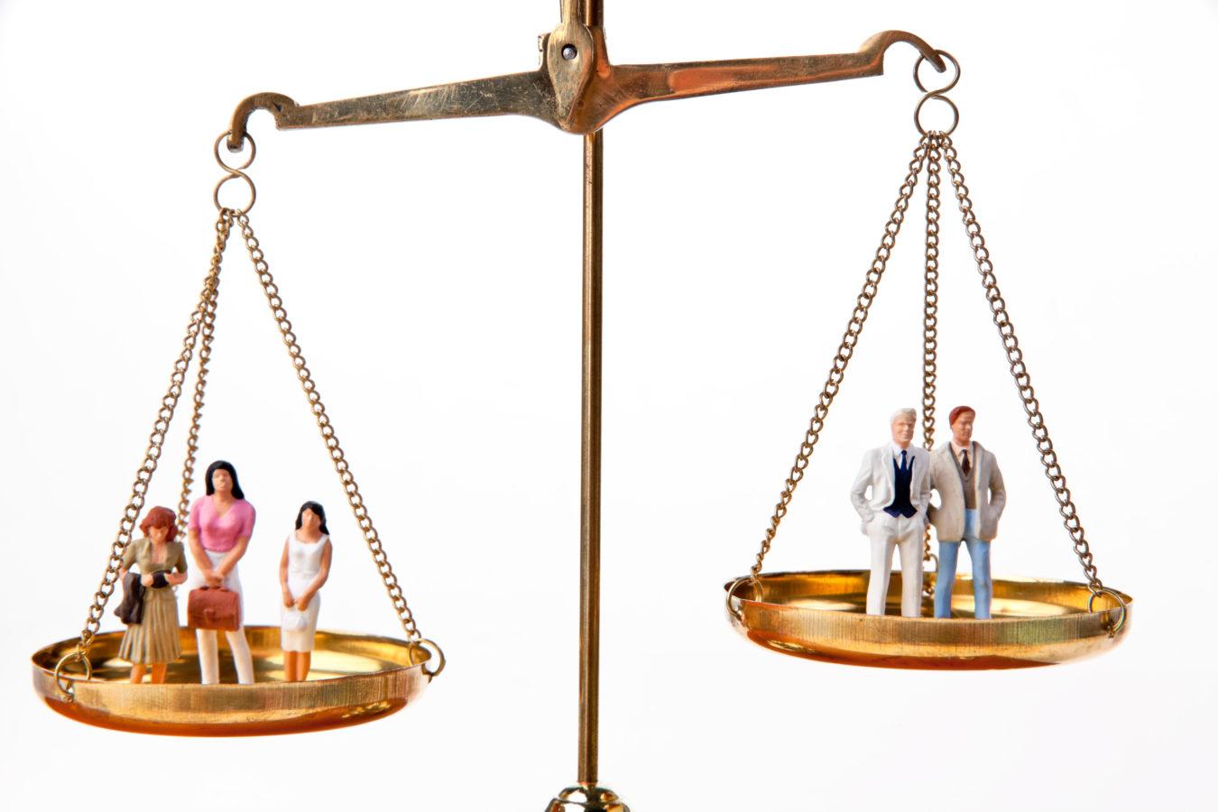Les discriminations salariales entre femmes et hommes diminuent légèrement