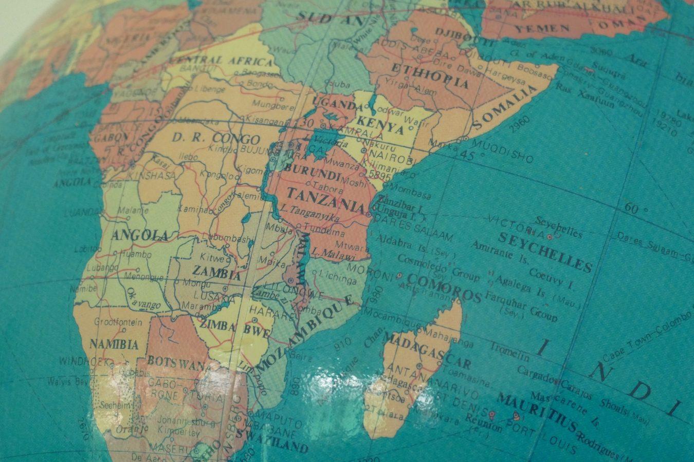 DEBUTS AFRICAINS DE LA NOUVELLE PRESIDENCE DE LA COMMISSION EUROPENNE