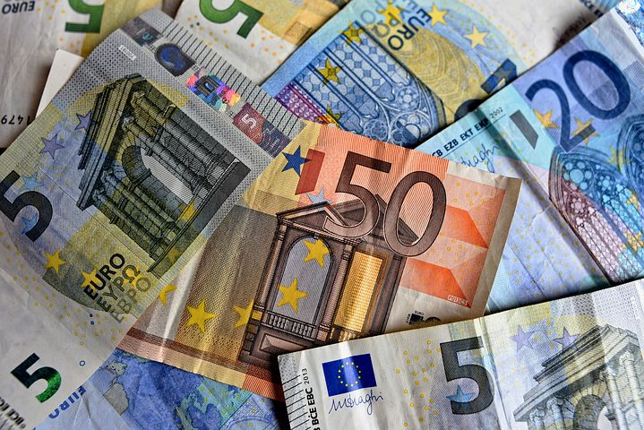 L'EURO : LA DEUXIEME DEVISE LA PLUS IMPORTANTE AU MONDE  FÊTE SES DEUX DECADES D'EXISTENCE
