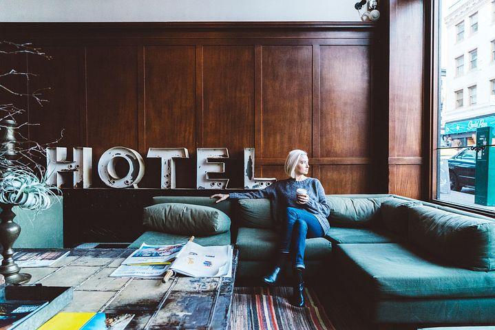 Hôtellerie-restauration suisse: la reprise se poursuit, mais pas  partout / Plus de clients et plus d'emplois, mais un chiffre  d'affaires réduit
