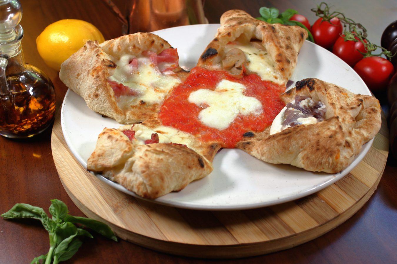 Neapolis – Le Taverne di Lucullo – crée la pizza QuattroLingue (« quatre langues »), un hommage à la Confédération suisse