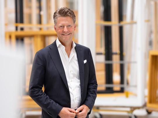 Jean-Marc Devaud prend la direction opérationnelle de 4B en date du 1er août. À son nouveau poste, il entend consolider davantage la marque forte du leader suisse des fenêtres et des façades.